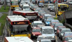 Samochody w centrach miast. Korek-we-Wroclawiu