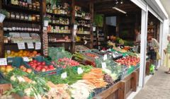Stoisko-z-warzywami-i-owocami