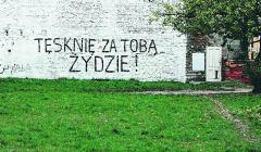Napis-namalowany-przez-Rafala-Betlejewskiego