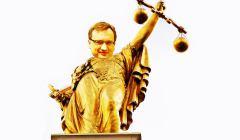 Pomnik--Lady-Justice--z-Brukseli-z-glowa-Ziobry