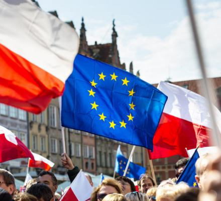 Potrzebna jest ustawa o fladze UE. Politycy PiS okazują jej pogardę, wbrew woli większości Polaków
