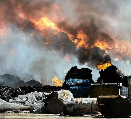 Jak walczyć z podpaleniami wysypisk? Zakazać importu śmieci. Propozycje rządu to za mało - mówi ekspertka
