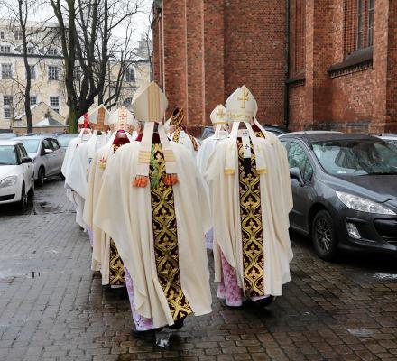Episkopat przeprasza za pedofilię w Kościele i… tyle. Ani słowa o winie biskupów i odszkodowaniach