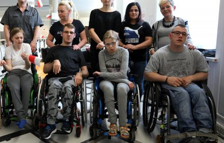 Niepełnosprawni uczestnicy protestu mieli dostęp do pomocy medycznej, fizjoterapeuty i spacerów.
