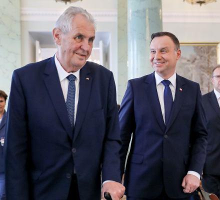 Zeman uśmiecha się w Warszawie, ale Praga za pomysły PiS umierać nie będzie. Czesi nie mają zaufania do polskiego rządu