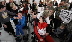 z15650543V,Protest-rodzicow-dzieci-niepelnosprawnych-w-Sejmie