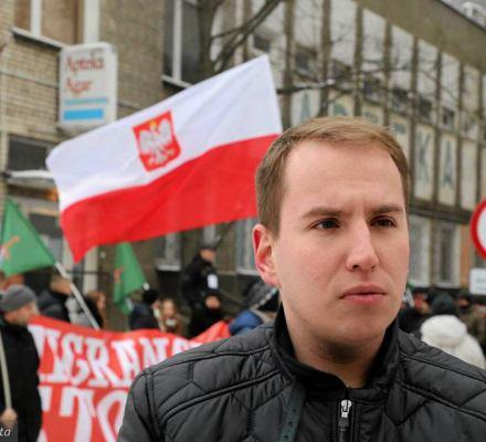 Na prawo od PiS, ale blisko PiS. Andruszkiewicz zakłada nową siłę polityczną. Antyunijną i anty-Tuskową
