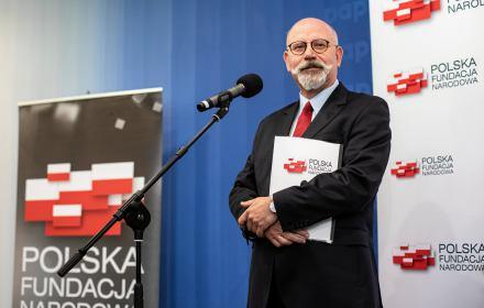 Polska Fundacja Narodowa funduje stypendia dla naukowców. Lepsze niż jacht, ale też podejrzane