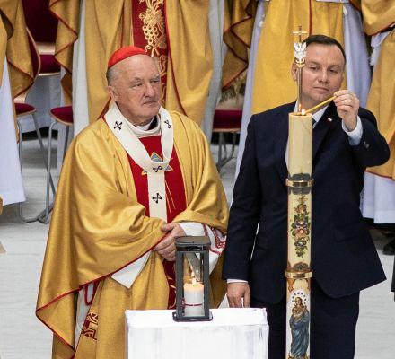 Papieże nie puszczają bąków. Ochrona wartości chrześcijańskich od początku III RP