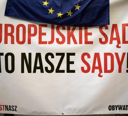 Kij czy marchewka? KE kontynuuje procedurę art. 7 wobec Polski - ale to może oznaczać rezygnację z innych, skuteczniejszych sposobów...