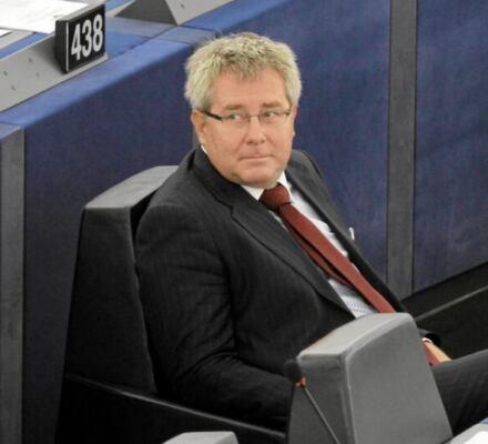 Mniej demokracji, więcej pieniędzy. Na zmianie ordynacji w wyborach do PE PiS zyska miliony