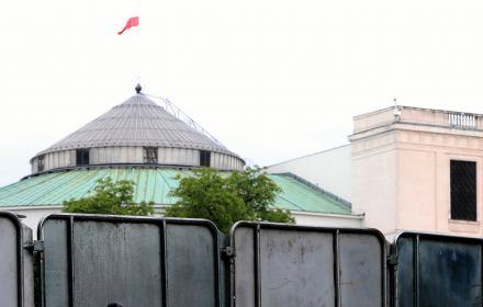 Lewica składa wniosek o demontaż barierek wokół Sejmu: