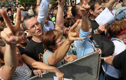 Bitwa o Sejm. Straż Marszałkowska blokuje wejścia, obywatele nie odpuszczają