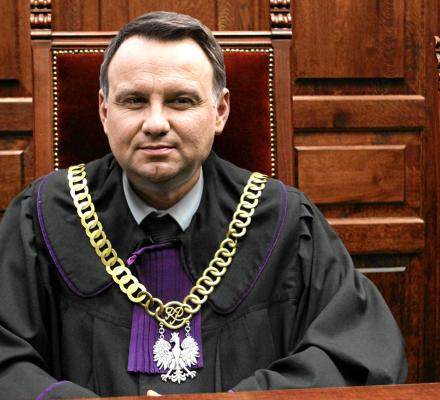 TK właśnie mianował Dudę Sędzią Ostatecznym. Prezydent może przerwać każdy proces