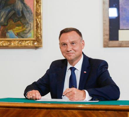 """Szczerski: """"Prezydent to ponadpolityczny autorytet"""". OKO.press: """"Chyba nie nasz Duda?"""""""