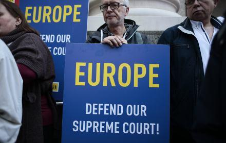 Trybunał Sprawiedliwości UE wysłucha rządu. PiS kluczy, wymyśla argumenty. Ale decyzja obowiązuje