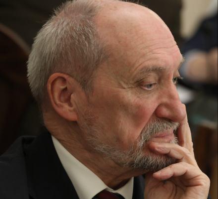 Macierewicz: tysiące dronów dla wojska. Kaczyński: nasze prawo do polskiej kultury jest w UE kwestionowane. Kronika Skórzyńskiego (5-11 listopada 2016)