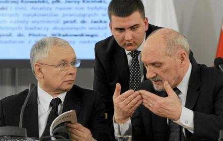 Macierewicz: Rosja dostała okręty Mistral za 1 dolara. Misiewicz wciąż pracuje w MON. Kronika Skórzyńskiego (15-21 października 2016)