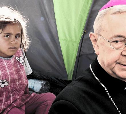 Gorzkie żale Kościoła do PiS za niewpuszczanie uchodźców. Abp Gądecki: