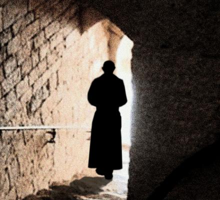 Biskup wysłał księdza pedofila do klasztoru. W reakcji na tekst OKO.press i apele mieszkańców