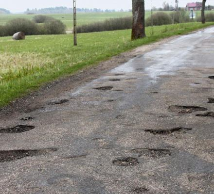800 mln zł. Tyle na drogi lokalne PiS chce od Lasów Państwowych. Robi to, za co krytykował PO