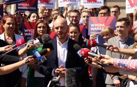 """Jan Śpiewak wygrał w sądzie z radnym PiS. """"W PiS ogromne środowisko czerpie korzyści z reprywatyzacji"""