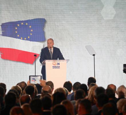 Koalicja Obywatelska pod flagą unijno-biało-czerwoną
