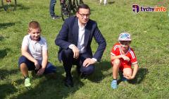 Mateusz Morawiecki na boisku w Tychach