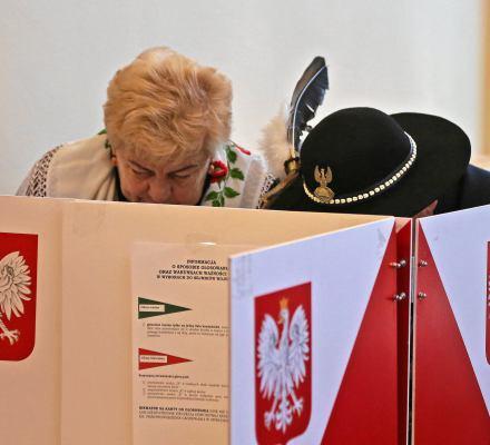 Rekordowe 5,3 mln głosów na PiS. Kaczyński nakręcił frekwencję. Dyscyplina większa niż w PO i .N