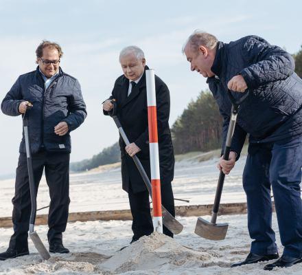 Kaczyńskiego zabawy w piasku. Wyborczy przekop Mierzei Wiślanej