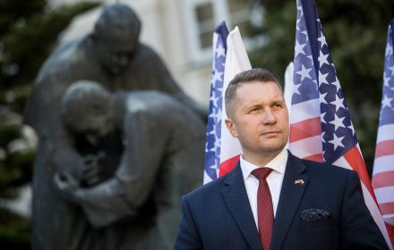 Przenikanie się państwa i Kościoła, wolność bicia dzieci: co wojewoda lubelski wywodzi z konstytucji