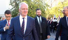 Przemarsz ministra Jaroslawa Gowina i rektorow szkol wyzszych do Teatru Polskiego
