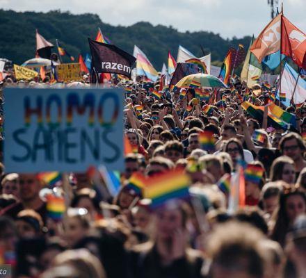 Prawa dziecka ponad homofobią. Może mieć dwie mamy. Rewolucyjny wyrok NSA