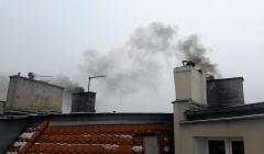 Dym z kominow w centrum Poznania
