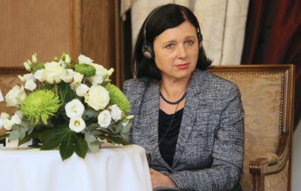 Tylko w OKO.press. Niezwykły list do Jourovej: Ma Pani mandat do reprezentowania wszystkich polskich obywateli UE
