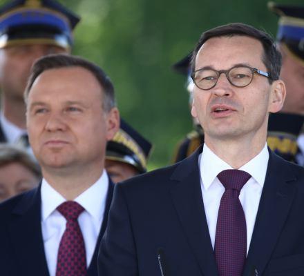 Premier i prezydent obchodzą prawo. Ich uroczystości nie mają pierwszeństwa przed zgromadzeniami