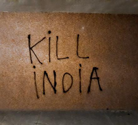 Nacjonaliści szczują na hinduskich migrantów. Studium rodzenia się hejtu
