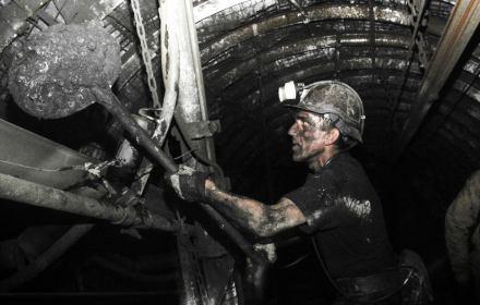 Górnik podczas pracy. Kopalnia Pokój w Rudzie Śląskiej