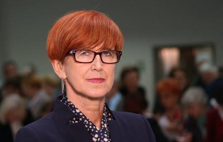 Humanistyczny Uniwersytet Seniora. Minister rodziny , pracy i polityki spolecznej Elzbieta Rafalska podczas inauguracji roku akademickiego .