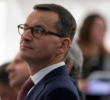 Morawiecki boi się unijnego dozorcy.