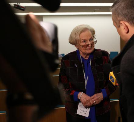Prof. Łętowska: Kryzys postępuje przez obniżanie standardów działania władzy