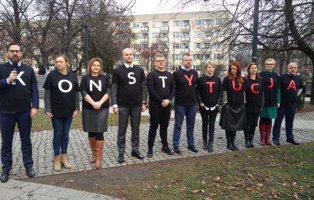sędziowie podczas II Kongresu Praw Obywatelskich przed muzeum Polin, 15 grudnia 2018