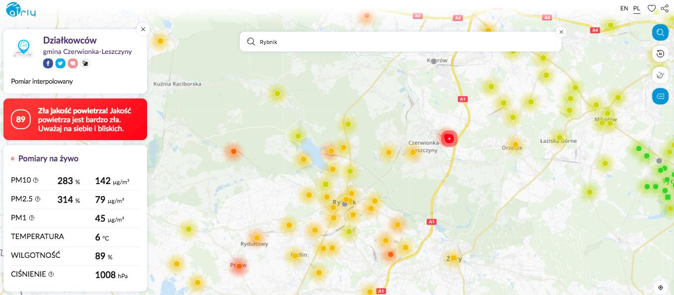 Zanieczyszczenie powietrza w Rybniku i sąsiadujących miejscowościach, na pomarańczowo zaznaczone punktu pomiaru, w których normy przekroczono do 100 do 200 proc. Powyżej 200 proc. punkt świecą się na czerwono, 3 grudnia 2018 r., zrzut ekranu z aplikacji.