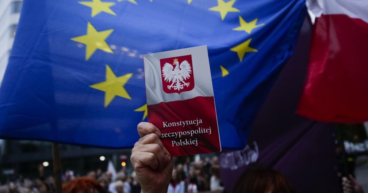 19.07.2018 Krakow , ul . Przy Sadziej . Manifestacja w obronie Sadu Najwyzszego pod budynkiem sadu w Krakowie .