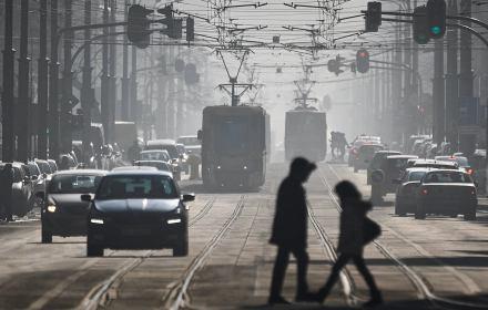 Na zdjęciu: Wysokie zanieczyszczenie powietrza spowodowane wzmozonym ogrzewaniem w okresie silnych mrozow