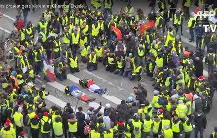 Żółte Kamizelki: Macron ustąpił, to znaczy, że słabnie. Kolejny gwałtowny weekend we Francji