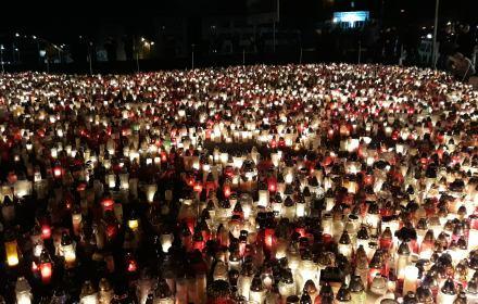 Wielkie serce ze zniczy w Gdańsku, upamiętnienie zamordowanego Pawła Adamowicza