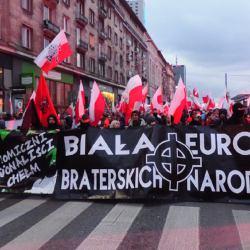 Marsz Niepodleglości 2017 - na czele baner Biała Europa