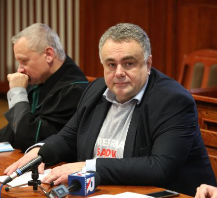 1% PIT, który dostaje fundacja Sakiewicza, trafia do związanych z nim firm i obsługujących je prawników