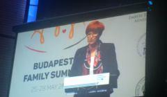 Minister Rafalska przemawia ze sceny podczas Family Summit w maju 2017 w Budapeszcie